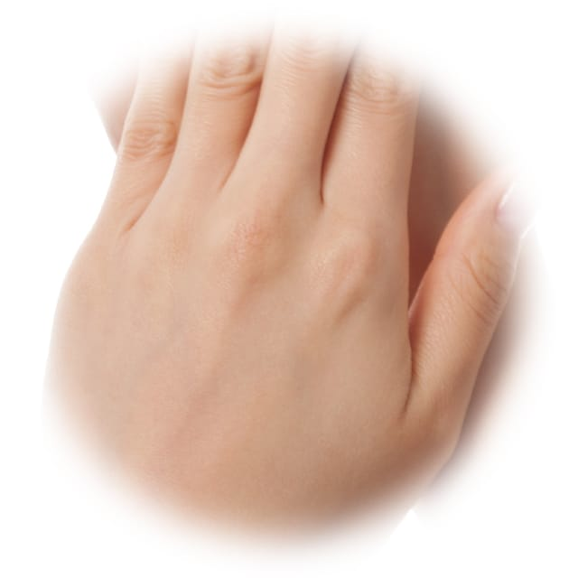 肌荒れ防止効果に加えて美白※効果も働くため手の甲を美肌へ!